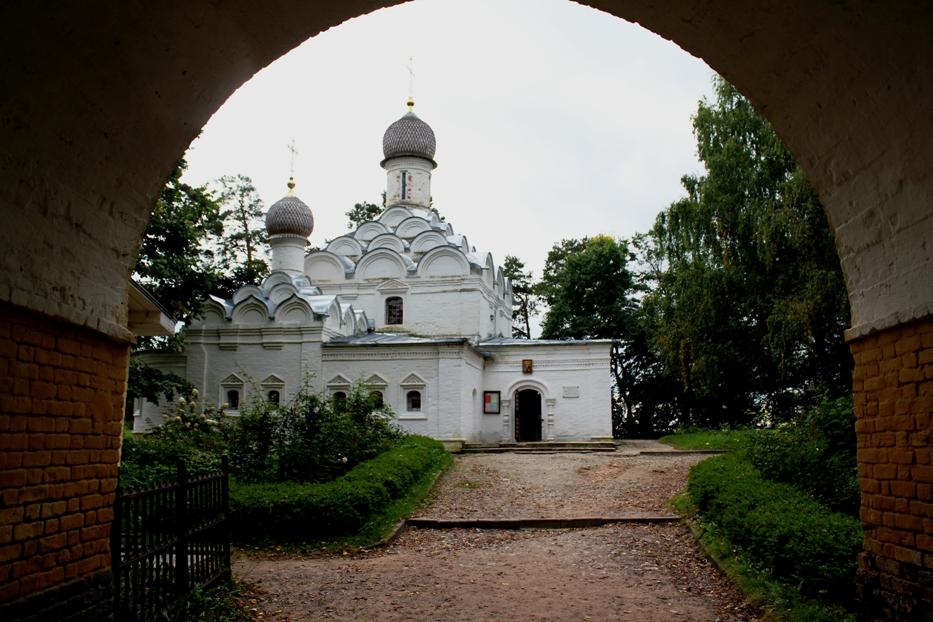 Архангельское, храм